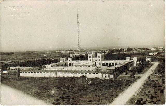 Tarjeta Postal de Parque de automóviles en Larache. Escrita en 1927