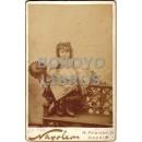 Fotografía del fotógrafo Napoleón (hijo) de una niña vestida de zíngara